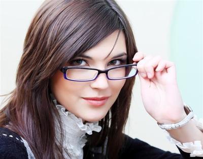 Pilih Frame Kacamata Yang Simple