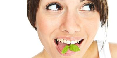 Makanan Penyebab Bau Mulut yang Harus Dihindari