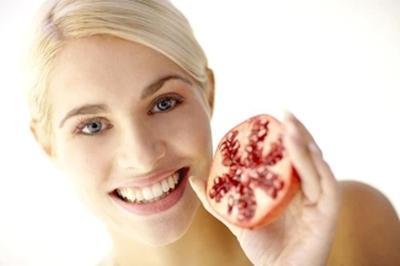 Pomegranate Extract dan Beberapa Jenis Minyak Atsiri untuk Atasi Flek Pada Wajah