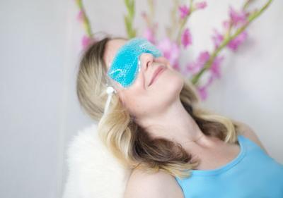 4. Gunakan Eye Mask & Eye Cream