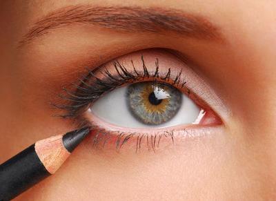 Infeksi yang Disebabkan Oleh Pencil Eyeliner