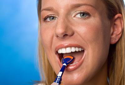 3. Menggosok Lidah dan Mengganti Sikat Gigi
