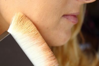 Memakai Makeup Brush
