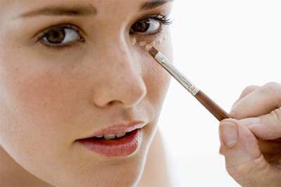 Cara Memilih & Menggunakan Concealer Secara Benar