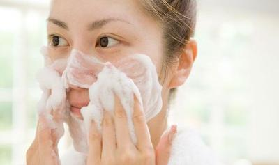 3. Lakukan Proses Mencuci Wajah Dengan Benar