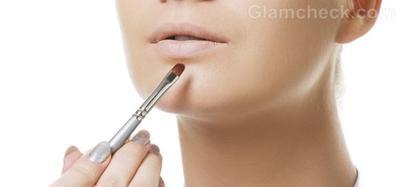 Aplikasikan Concealer pada Bibir