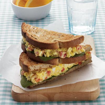 Roti Isi Salad Telur Dengan Nuansa Kari
