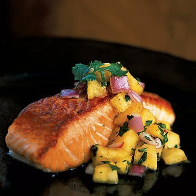 Grilled Salmon Dengan Pineapple Salsa
