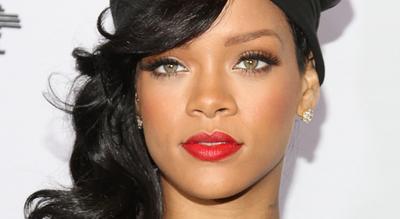 Selalu Tampil Cantik ala Rihanna