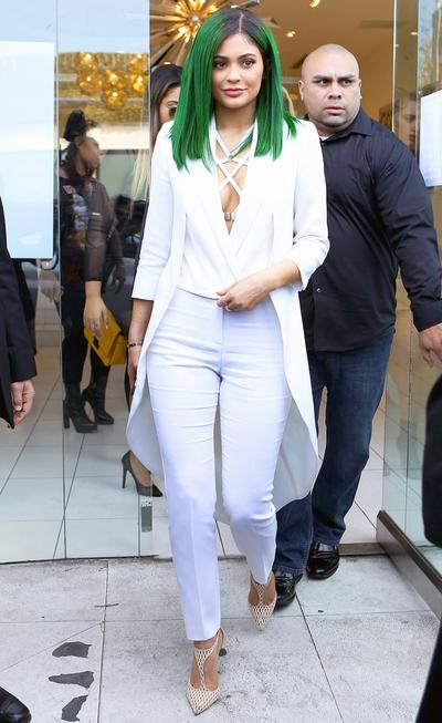 Kylie dan Rambut Barunya