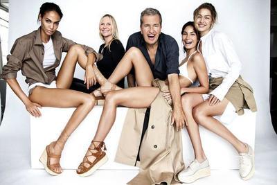 Gaya Tanpa Busana Gigi Hadid untuk Iklan Sepatu