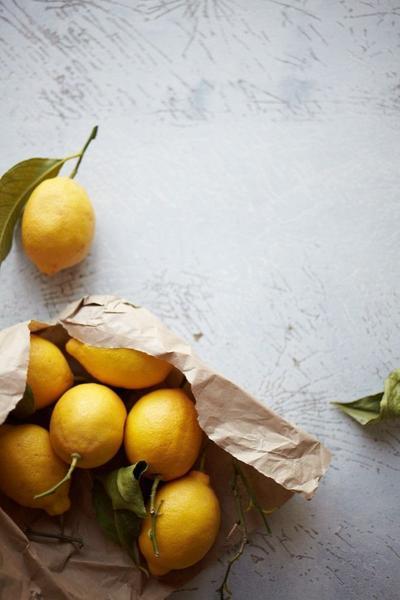 5. Memakai Lemon