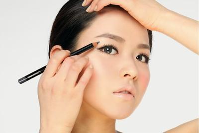 Jangan Lupakan Eyeliner & Eyeshadow