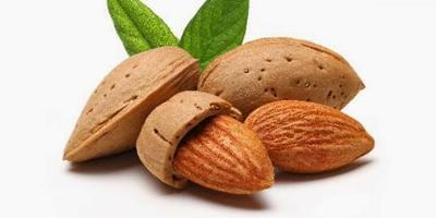 3. Kacang Almond