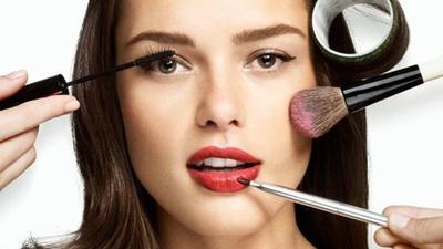 5 Kebiasaan Makeup Wajah yang Membahayakan Kesehatan
