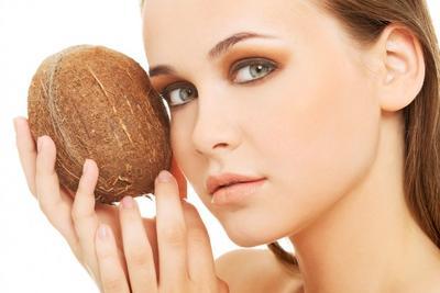 Manfaatkan Minyak Kelapa sebagai Bahan Alami Melawan Antiaging