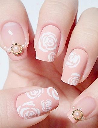 Inspirasi Nail Art Mutiara yang Cantik & Elegan