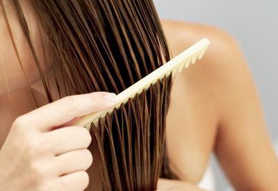 7. Hindari Styling Saat Rambut Masih Dalam Keadaan Basah