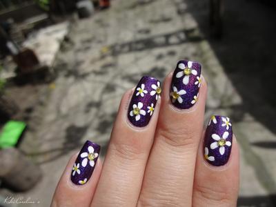 Berikut ini 8 Inspirasi nail art bunga yang cantik (bagian 1) yang mungkin saja bisa menjadi inspirasi hiasan untuk kukumu: