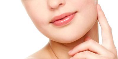 Kebiasaan yang Membuat Bibir Tampak Mempesona