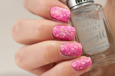9 Inspirasi Nail Art Bunga Bernuansa Merah Muda