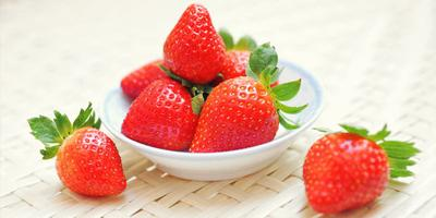 3. Strawberry dan Madu