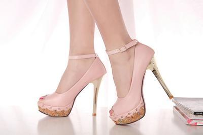 Tips Nyaman Menggunakan High Heels Untuk Pemula