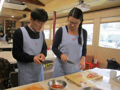 Membuat Masakan Secara Langsung