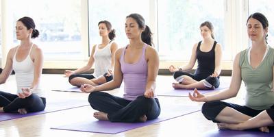 3 Pose Yoga yang Dapat Membantu Mengatasi Stres