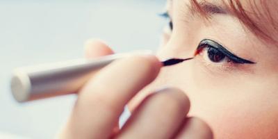Trik Memakai Eyeliner Cair Bagi Pemula