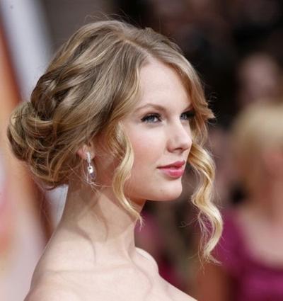 Intip Variasi Gaya Rambut Untuk Pergi Ke Pesta Life Beautynesia - Hairstyle rambut pendek ke pesta