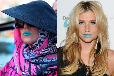 Kemudian, Lipstik Warna Biru