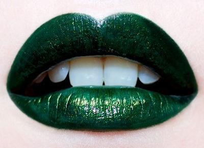 Ketiga, Lipstik Warna Hijau
