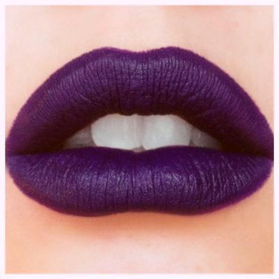 Lalu, Lipstik Warna Ungu