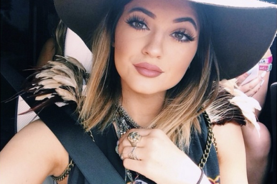 Tips Aplikasi Lipstik Nude dari Kylie Jenner
