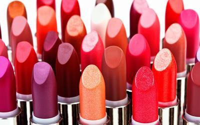 Perbedaan Lip Gloss, Lipstik, Lip Butter