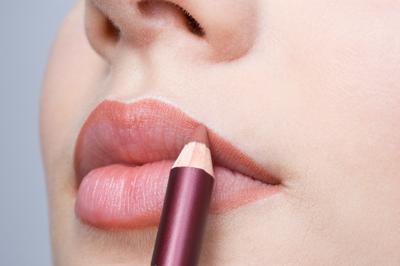 Rekomendasi 3 Lip Liner di Bawah Rp200.000