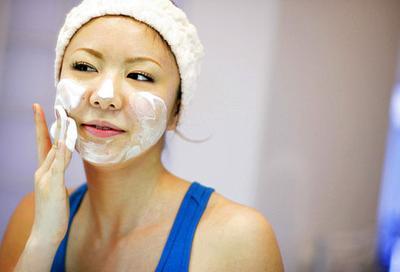5 Rekomendasi Facial Wash Drugstore Untuk Basmi Minyak Berlebih