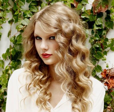 Cantik Dengan Model Rambut Keriting