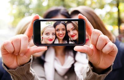 Tips Makeup Cantik Saat Selfie Tanpa Filter Camera