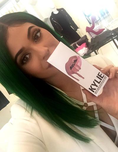 Warna Lipstik Pilihan Mirip Lip Kit Kylie Jenner