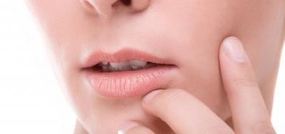 5 Kesalahan Ini Jadi Sebab Masalah Bibir Kering