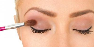 Sebelum Gunakan Eyeshadow, Perhatikan Ini