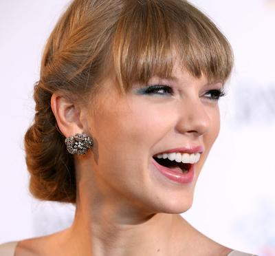 5 Tips Makeup Mudah untuk Gigi Tampak Lebih Putih