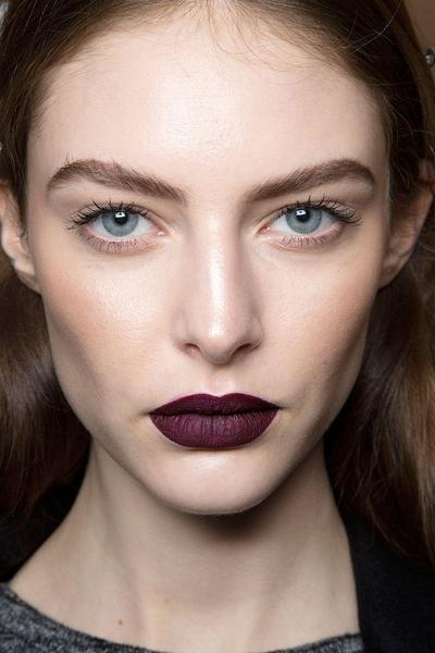 5. Hindari Lipstick Gelap