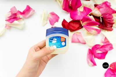 Manfaat Vaseline Petroleum Jelly untuk Jerawat & Bekasnya