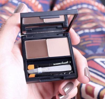 Produk I Benefit Brow Zings Eyebrow Shaping Kit