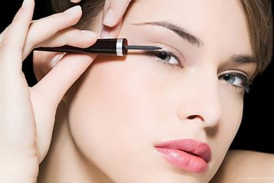 Cara Mudah Menggunakan Eyeliner Cair Untuk Pemula