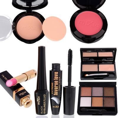 5 Peralatan Makeup yang Perlu Ada di Dalam Tas