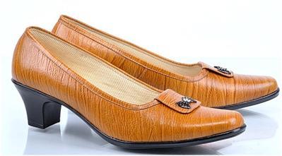 7. Perhatikan Bahan Sepatu